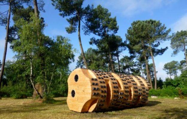 Low-Tech Outdoor Retreat Mirrors The Surrounding Trees [Pics]