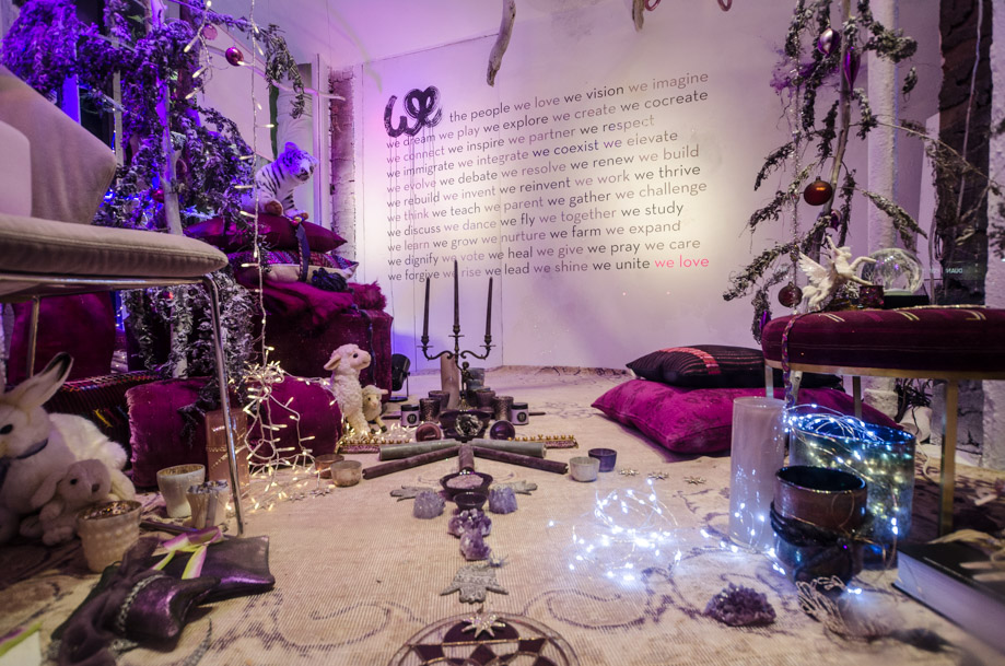 ABC_Carpet_and_Home_holiday_2016_window_nyc01.jpg