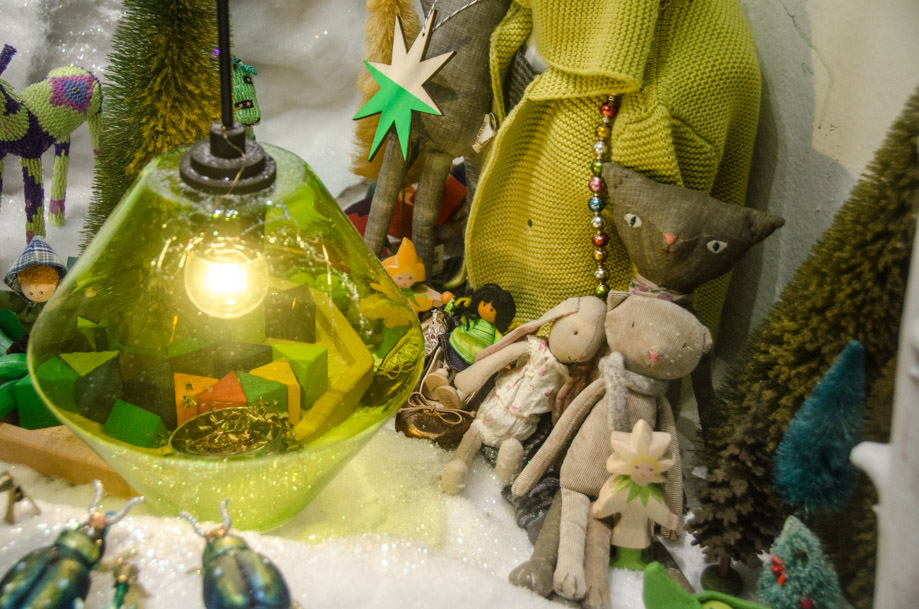 ABC_Carpet_and_Home_holiday_2016_window_nyc06.jpg