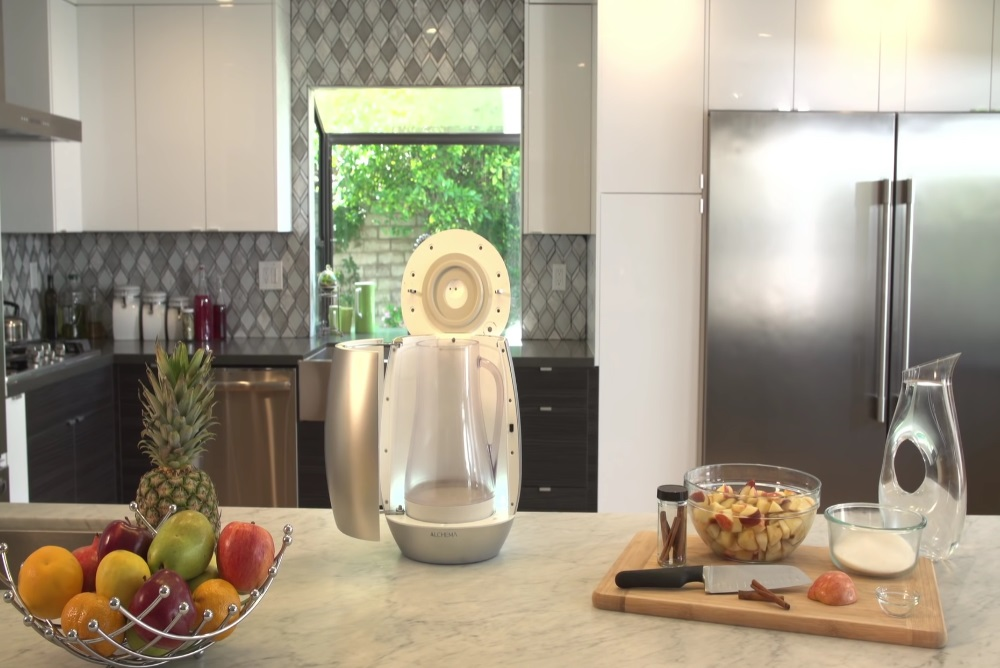 Kitchen Device Converts Fruit Into Hard Cider