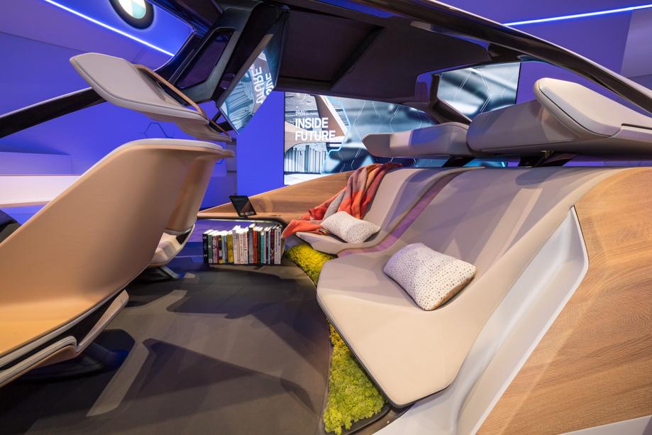 BMW_i_inside_future_sculpture_ces_2017_10.jpg