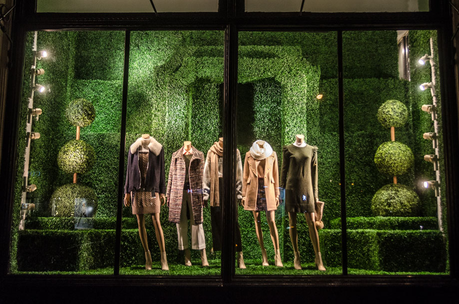 retail windows Club Monaco_holiday_2016_window_nyc2.jpg