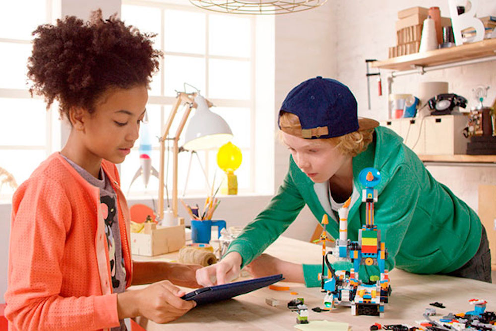 Seven X Motors >> Lego's Robot Helps Younger Kids Learn How To Code