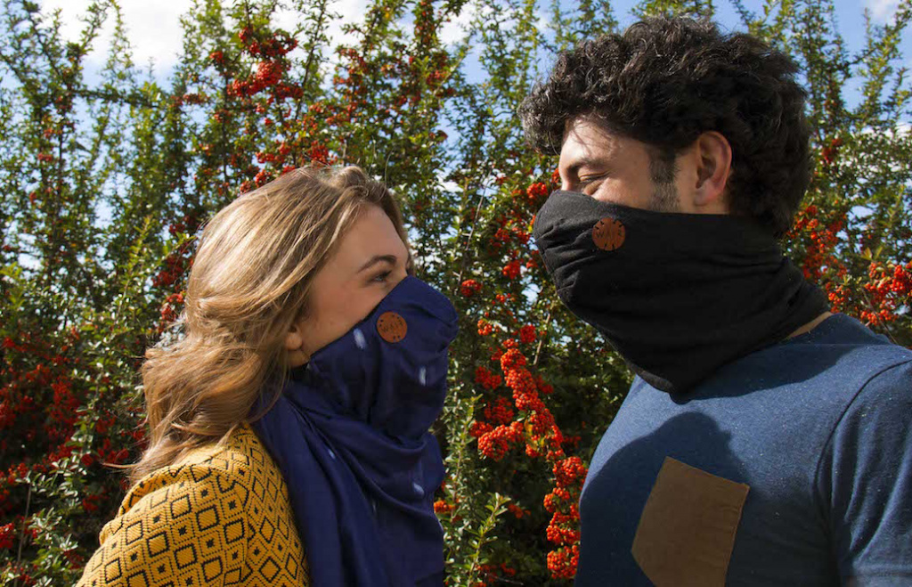 Stylish Scarf Doubles As A Smog Filter For Urbanites