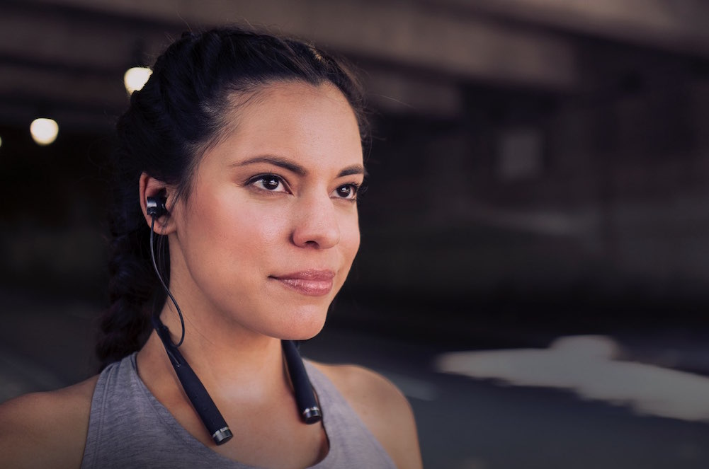 This AI Personal Trainer Lives In Your Earphones