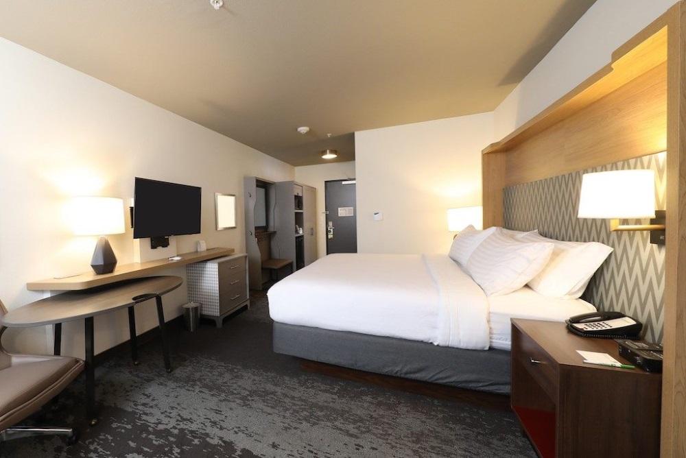 Holiday_Inn's_New_Room_Design_Is_Named_The_H4.jpg