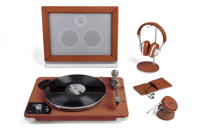 This Leather Turntable Brings Style and Finesse To Vinyl