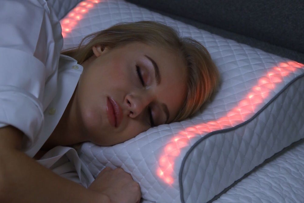 Pillow Gently Wakes Sleepers Up With Natural Light