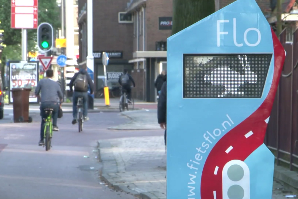 Dutch Cycling System Helps Cyclists Beat Red Lights