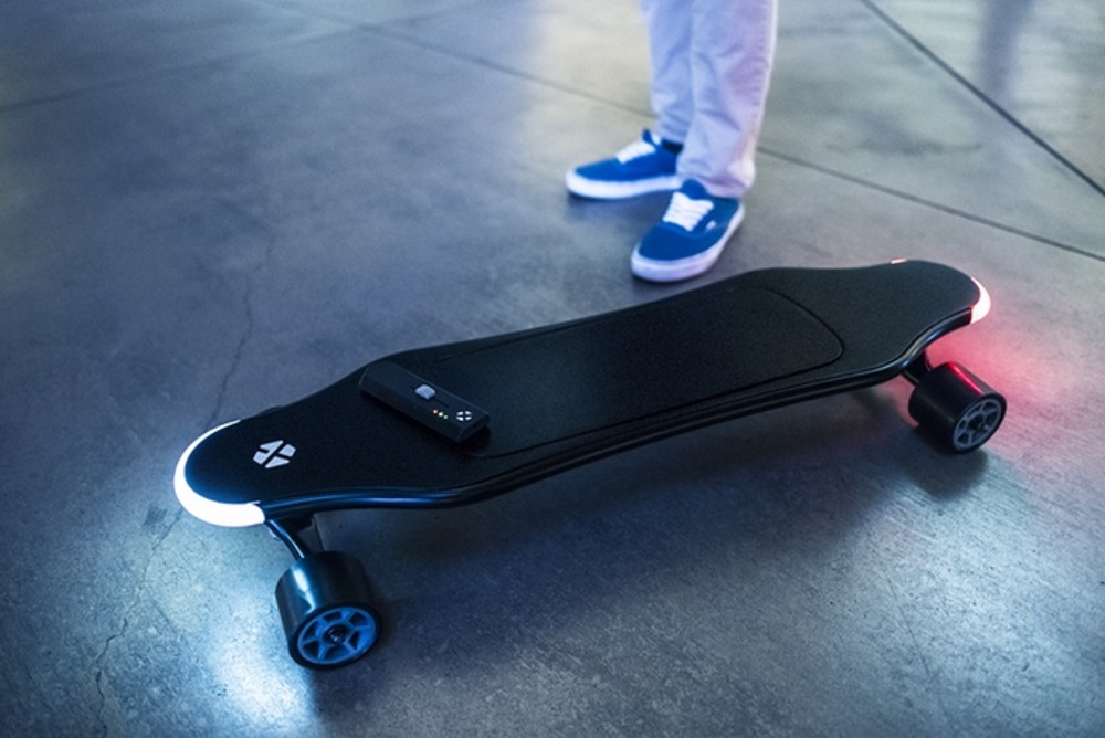 AI-Aided Electric Skateboard Adapts To The Rider's Style