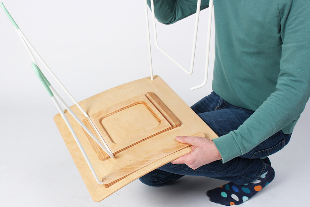 This Flatpack Chair Assembles Without Tools, Screws or Glue