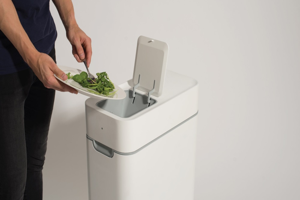 This Device Turns Kitchen Waste Into Compost