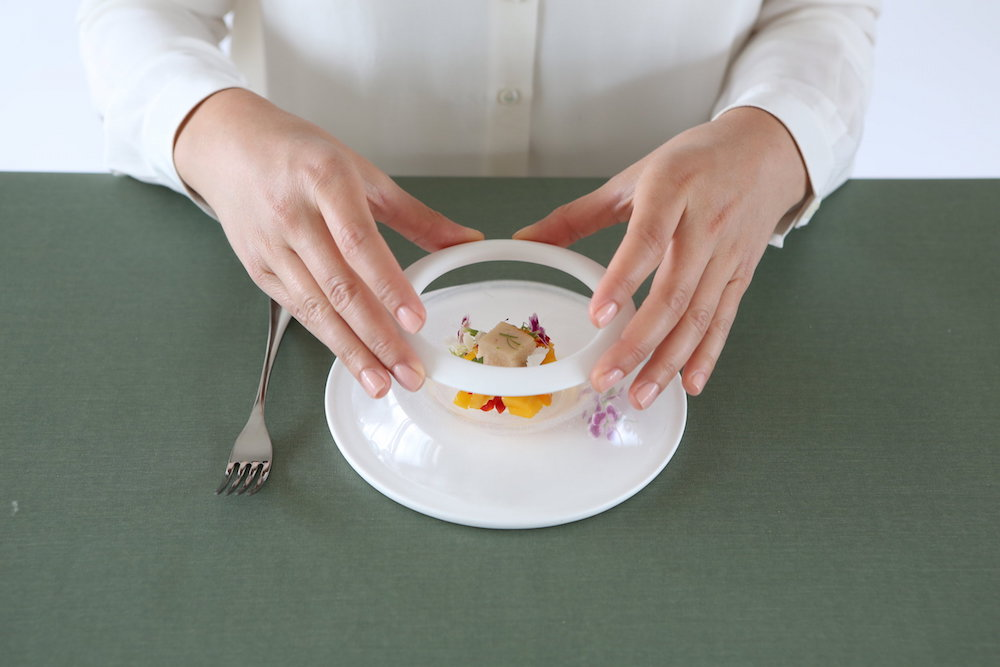 Flexible Plates And Bowls Wiggle With Your Food