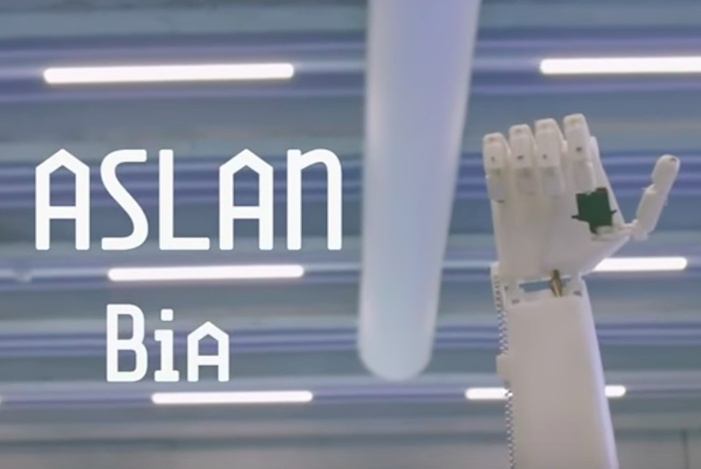 3D-Printed Hand Translates Sign Language On The Fly