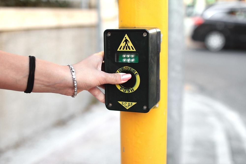 GPS Service 'Hacks' Traffic Lights For Slower Pedestrians