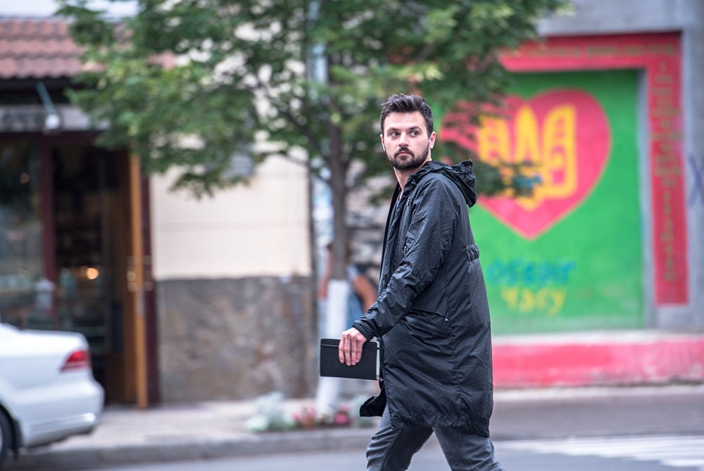 This Jacket Automatically Changes Shape Based On The Wearer's Needs