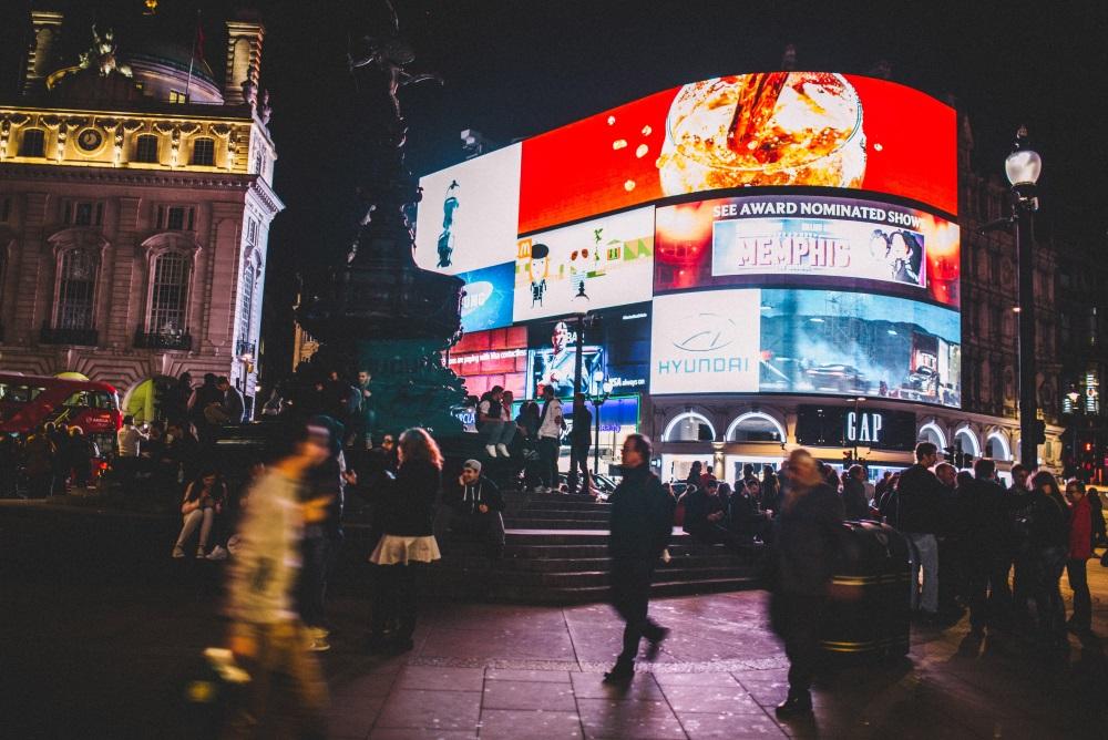 Giant London Billboard Tracks Cars To Target Ads