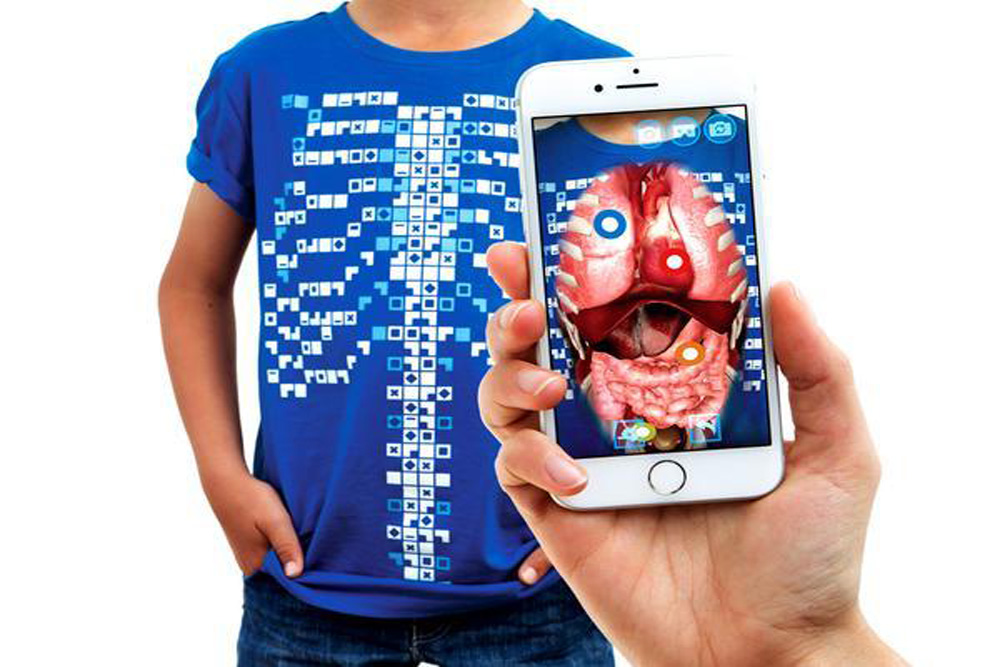 T-Shirt Lets Wearers Explore Their Own Anatomy In AR