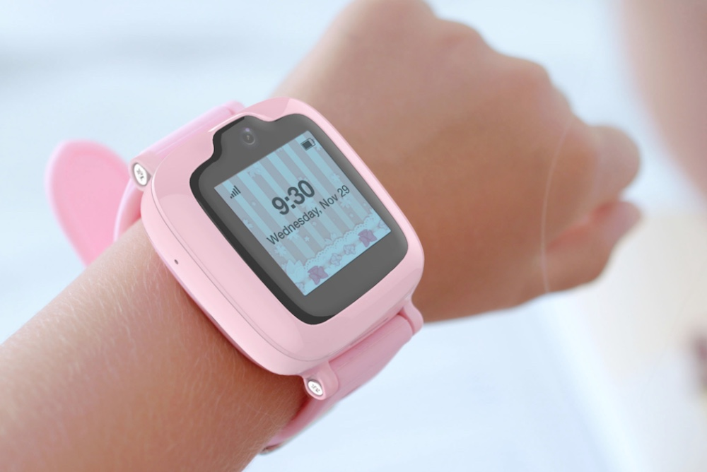 Wearable Phone Lets Parents Keep In Contact With Young Children