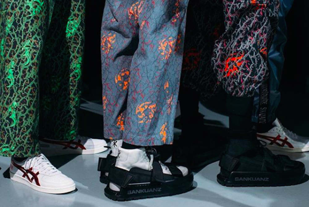 These Sandals Act Like A Bodyguard For Your Fancy Kicks