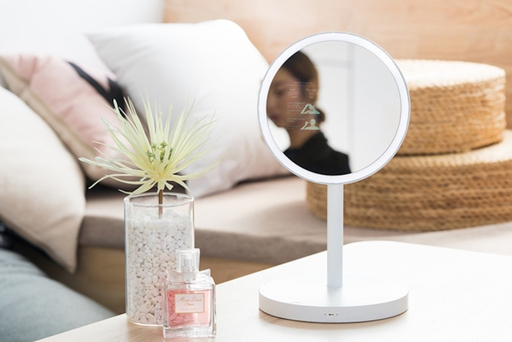 Digital Makeup Mirror Plays Beauty Tutorials Right On Your Reflection