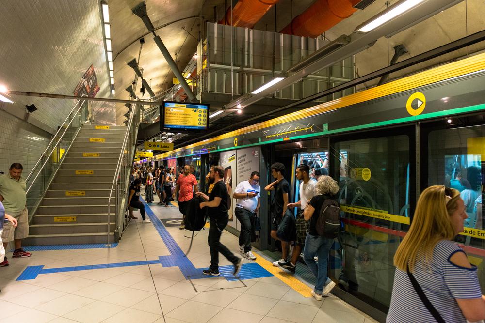 Metro Door Ads Can Read Commuters' Reactions