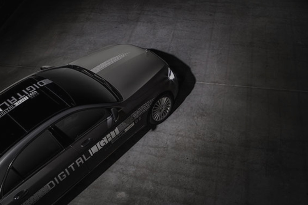 Mercedes-Benz Compliments Passersby With Light-Based Messages To Promote Digital Headlights