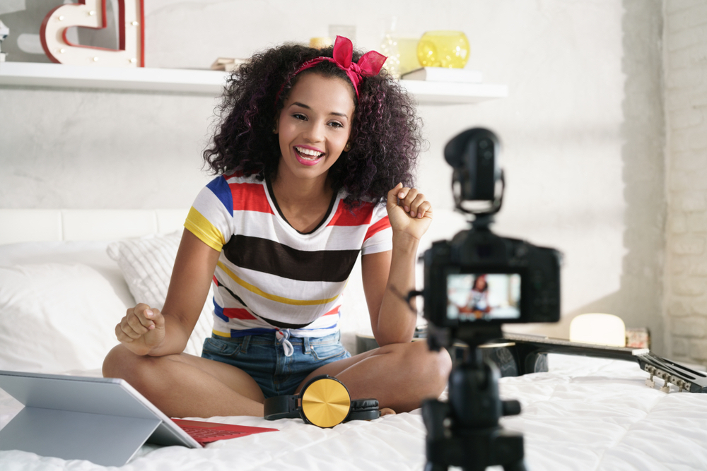 How Platforms Like Yahoo Use Video Content To Enable Influencer-Driven Commerce