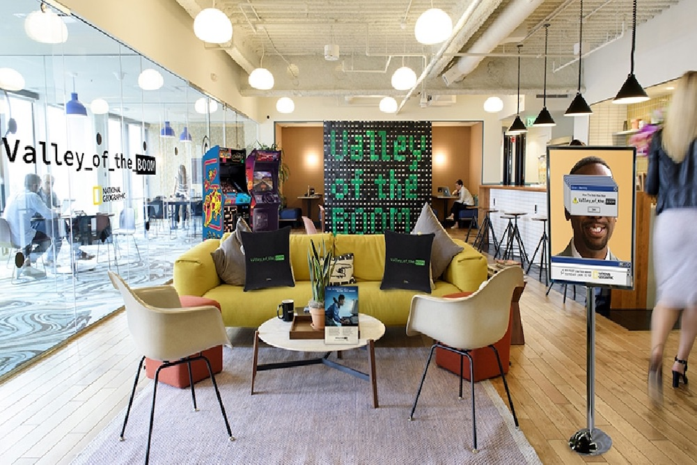 WeWork And National Geographic Offer Customers Retro Internet Cafe-Themed Spaces